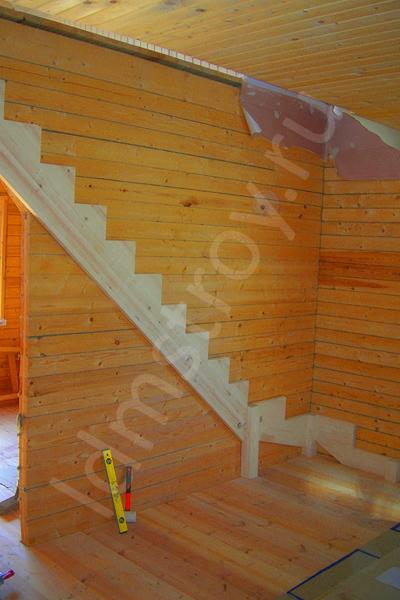 Шаг №3 монтажа деревянной лестницы