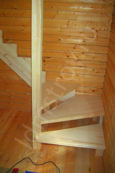 Шаг №5 монтажа деревянной лестницы