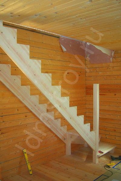 Шаг №6 монтажа деревянной лестницы