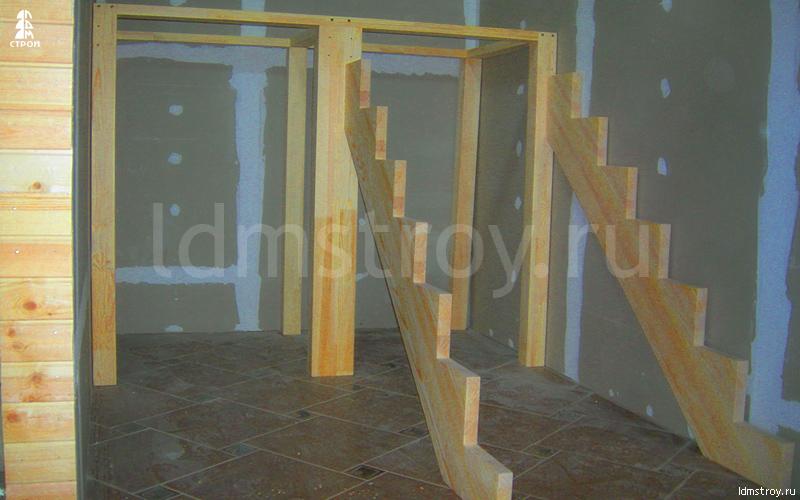 Шаг №1 монтажа лестницы с площадкой
