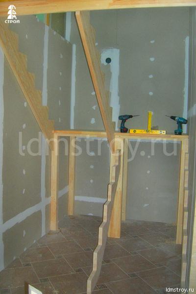 Шаг №2 монтажа лестницы с площадкой