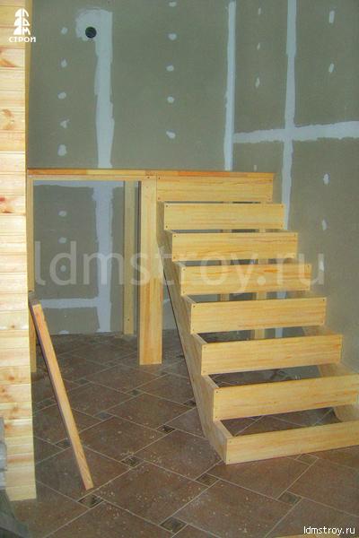 Шаг №3 монтажа лестницы с площадкой