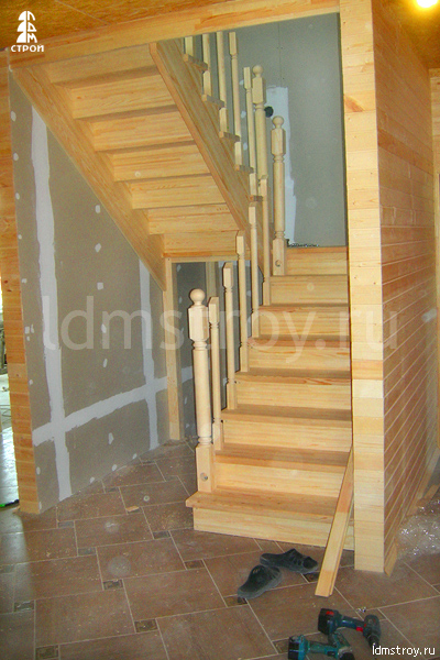 Шаг №4 монтажа лестницы с площадкой