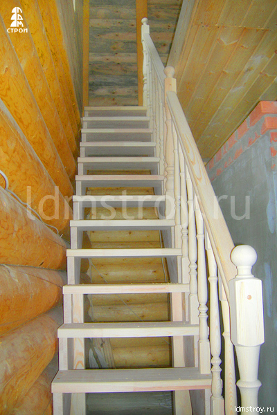 Шаг №6 установки деревянной лестницы