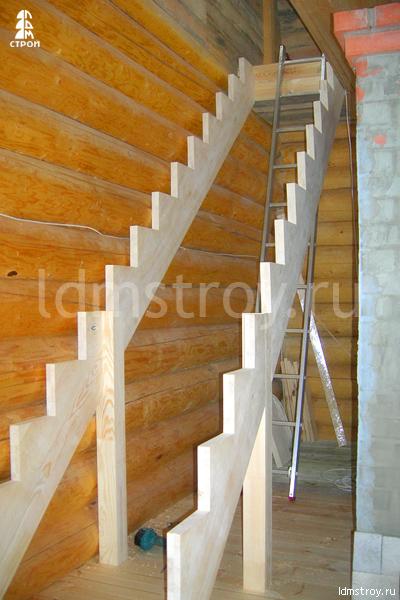 Шаг №2 установки деревянной лестницы